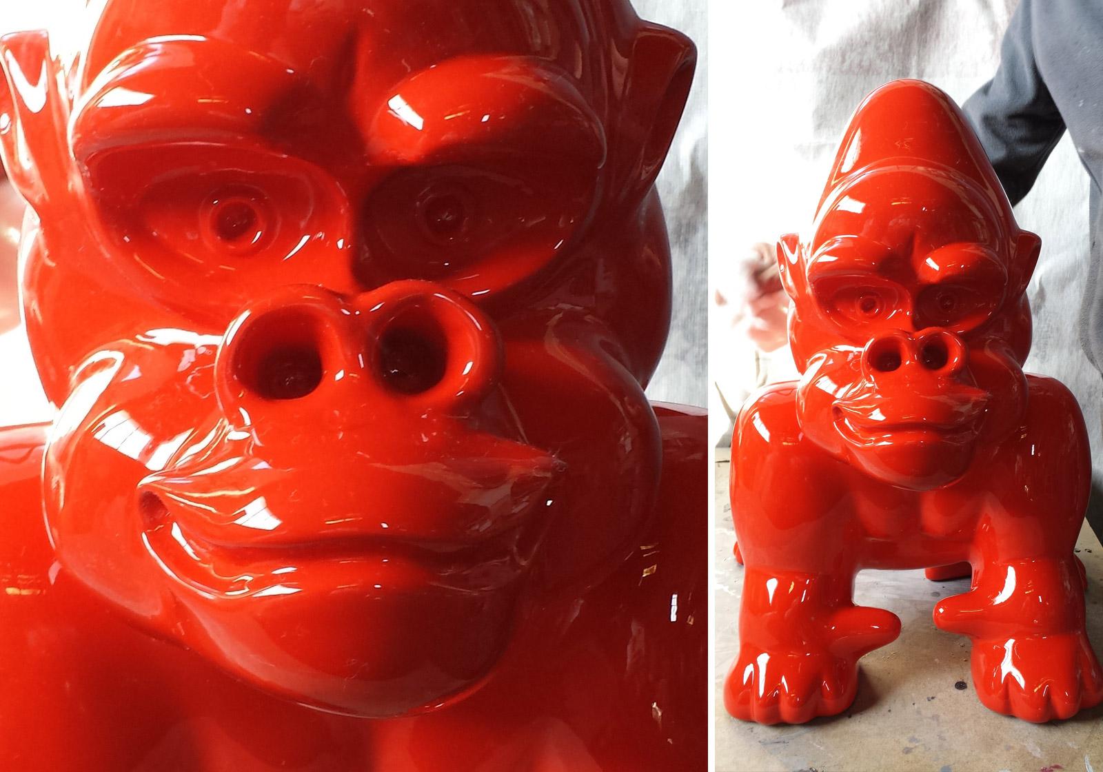 moulage-sculpture-petit-singe-rouge-laque